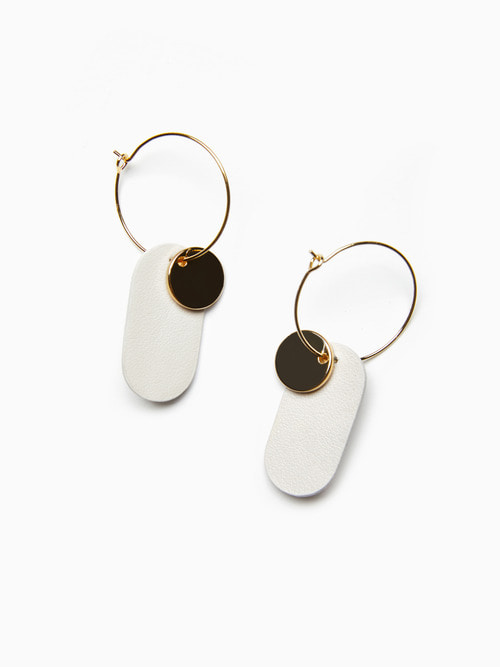 GOLDY LEATHER EARRINGS (Cream White)