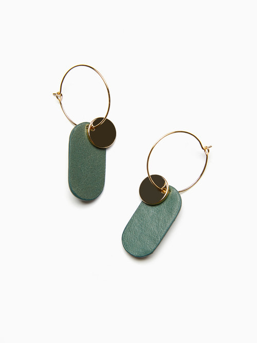 GOLDY LEATHER EARRINGS (Blush green)